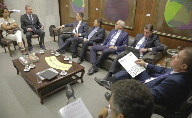 Arthur pede a ministro recursos da Lava Jato para Manaus e municípios