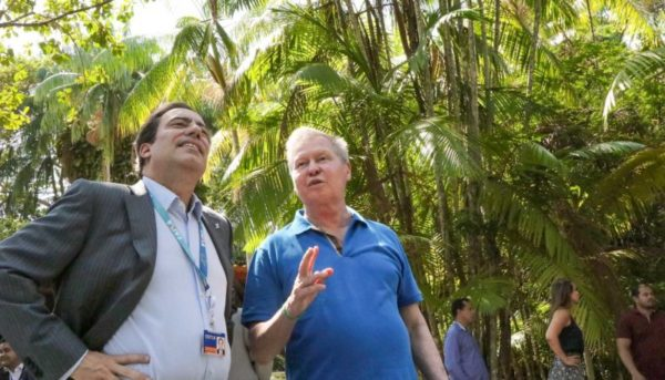 Arthur costura parceria ambiental com banco para parque do Mindu