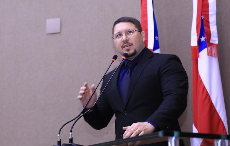 Carlos Almeida embarca para Apuí com um senador e onze deputados