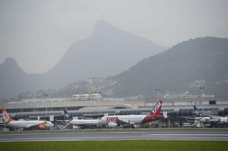 Coronavírus em alta, Bolsonaro prorroga proibição de entrada de estrangeiros