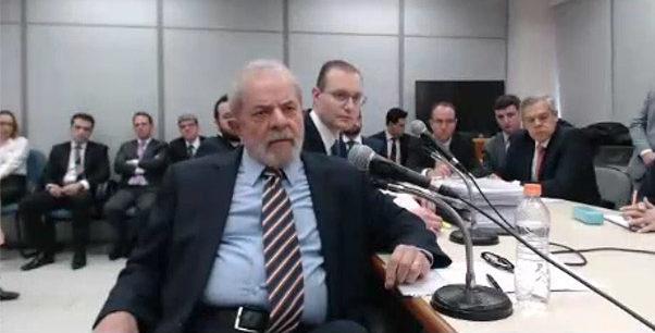Defesa de Lula pede suspensão de processo do triplex no STJ