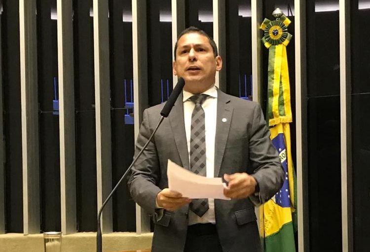 Ramos cobra ações efetivas do governo federal para a economia