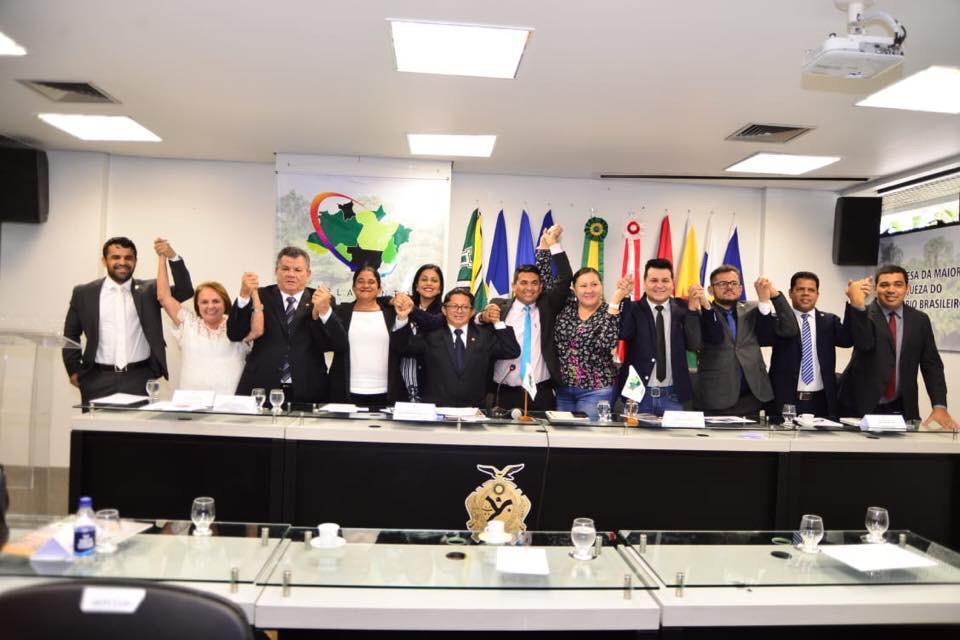 Sinésio é aclamado presidente do Parlamento Amazônico pela terceira vez