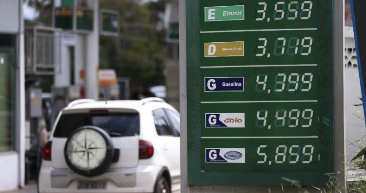 Petrobrás diz que segura o preço dos combustíveis até passar a crise