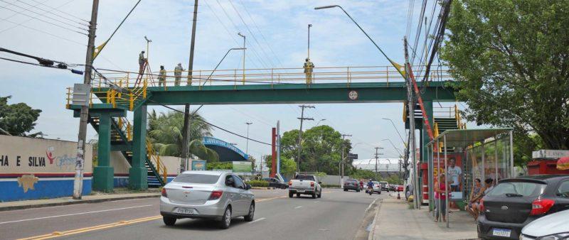 Em parceria com iniciativa privada, prefeitura reforma 23 passarelas