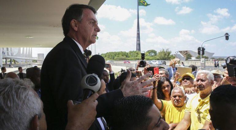 """""""Interesse não é na porra da árvore, é no minério"""", diz Bolsonaro"""