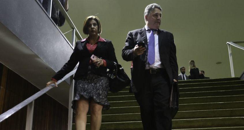 Ex-governadores do RJ, Garotinho e Rosinha voltam à prisão