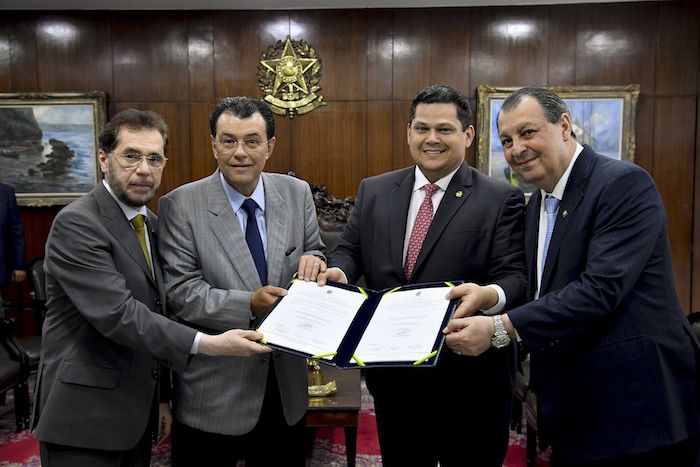 Senadores do AM destacam aprovação de R$ 3 bilhões para cultura