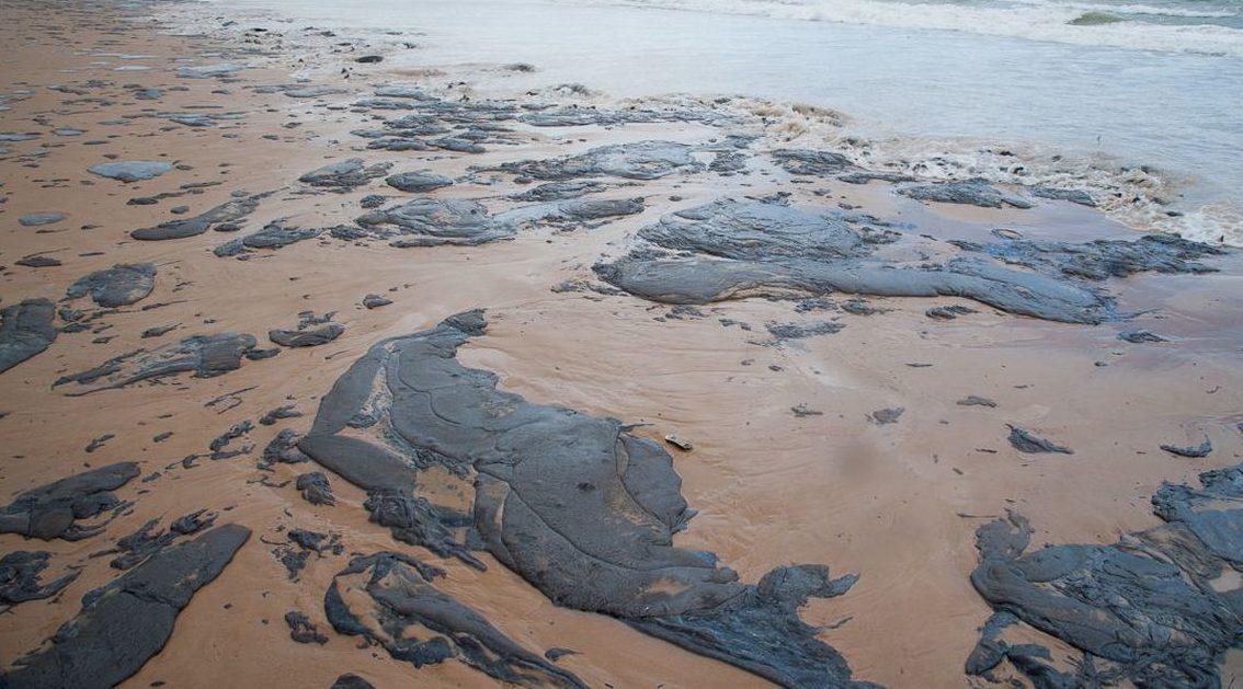 Manchas de óleo podem contaminar o Norte do Brasil
