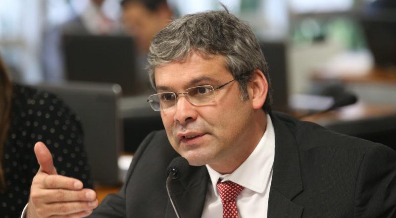 Ex-senador petista Lindbergh Farias é xingado durante voo
