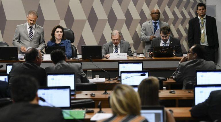 CCJ do Senado aprova inclusão de estados e municípios na previdência