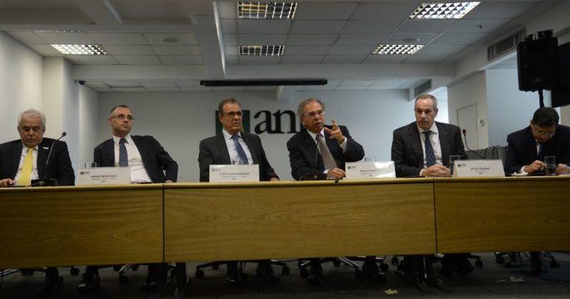 Bilhões arrecadados do pré-sal revitalizarão o Brasil, diz Guedes