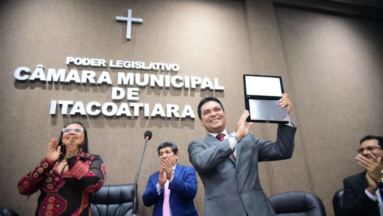 Álvaro Campelo recebe Título de Cidadão Itacoatiarense