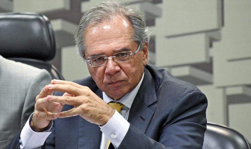 Guedes diz que coronavírus se espalha mais rápido no Brasil que na China