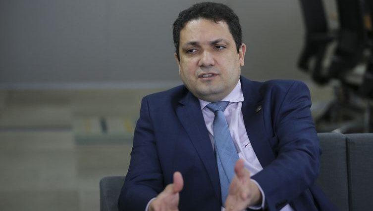 Capes investe R$ 200 milhões em 1.800 bolsas de pesquisa