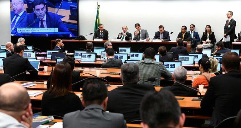 Fundo eleitoral de 2020 chega ao Congresso revisado em R$ 2 bilhões