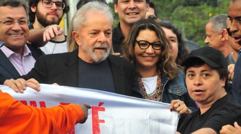 Prestes a casar com Lula, Janja demite-se do emprego de R$ 20 mil