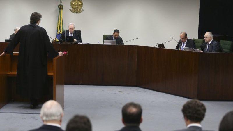 Ministros do STF anulam condenação por causa de 1 grama de maconha