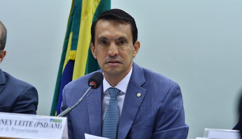 Sidney é do conselho que vai processar Eduardo Bolsonaro