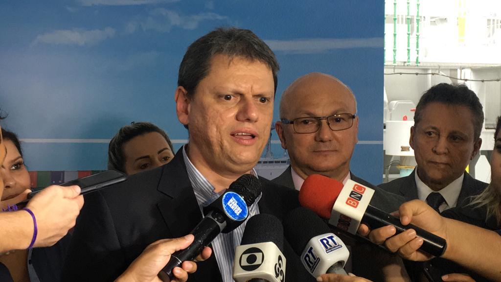 Trecho do meio da BR-319 será pavimentado em 2021, garante ministro