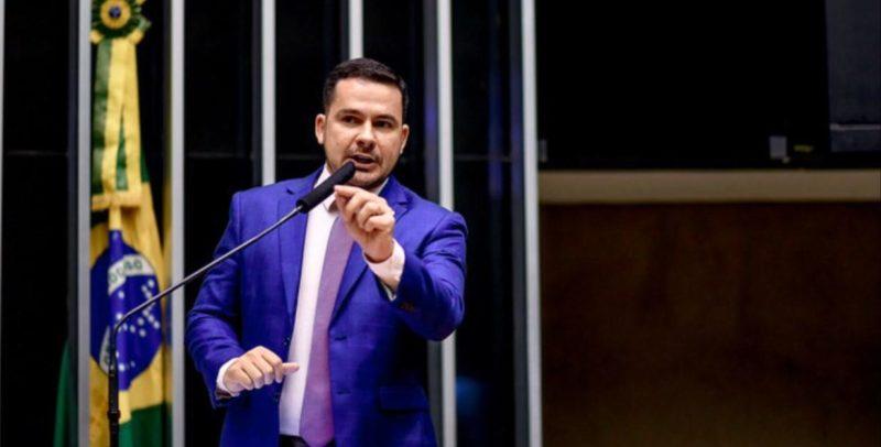 Alberto Neto cobra ações de combate à violência contra a mulher