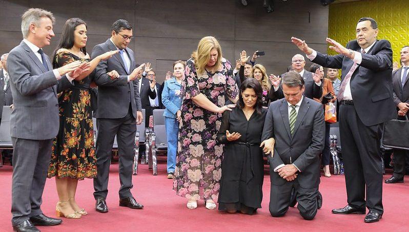 Governadores do Amazonas e Roraima abençoam Bolsonaro em culto