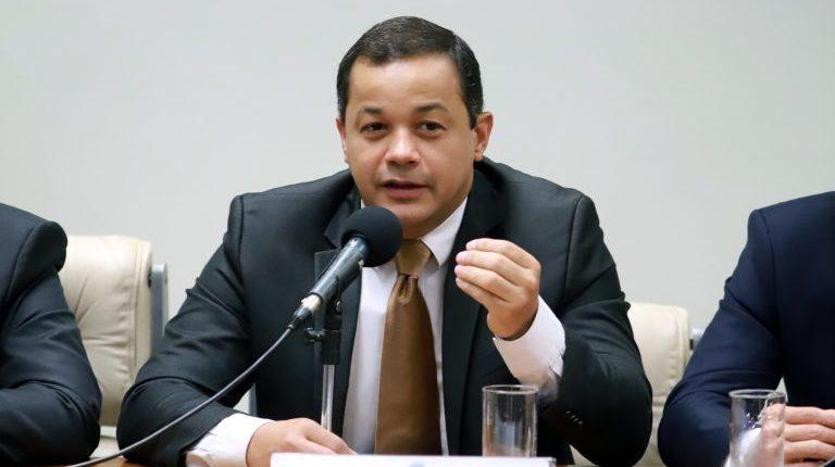 Delegado Pablo critica decreto de Bolsonaro, mas nega rompimento