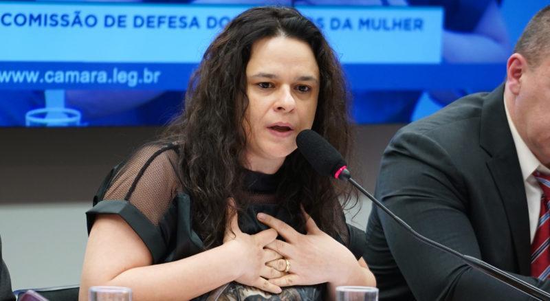 Para Janaina Paschoal, há risco de Bolsonaro não concluir mandato