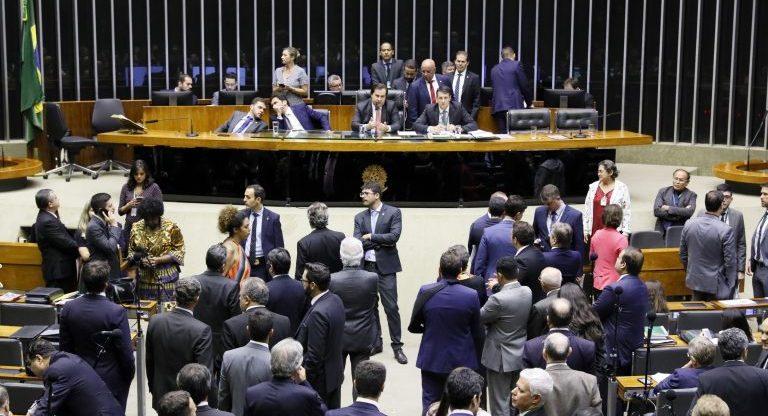 Deputados querem limitar ação de juiz em casos de investigados com foro