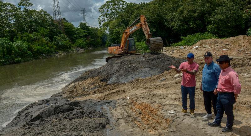 Obras de dragagem no igarapé do Mindu entram em fase de conclusão