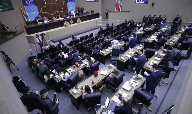 Deputados já cogitam fechar o parlamento por conta do coronavírus