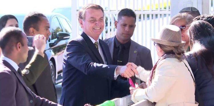 Apoiadores de Bolsonaro pedem que ele vete fundão eleitoral