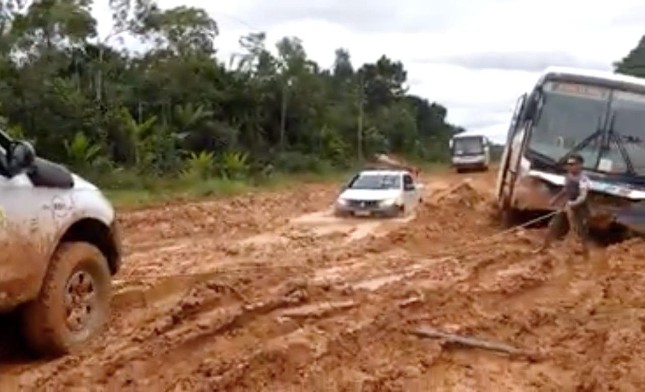 Bueiro rompe e fecha tráfego na BR-319, no Sul do Amazonas