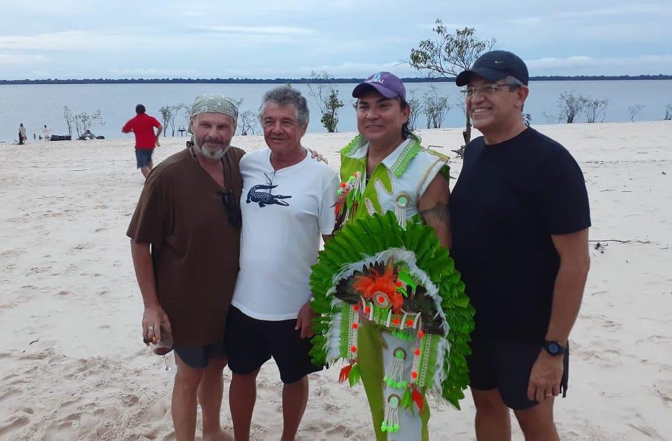 Foto do ministro do STF Marco Aurélio em praia de Manaus