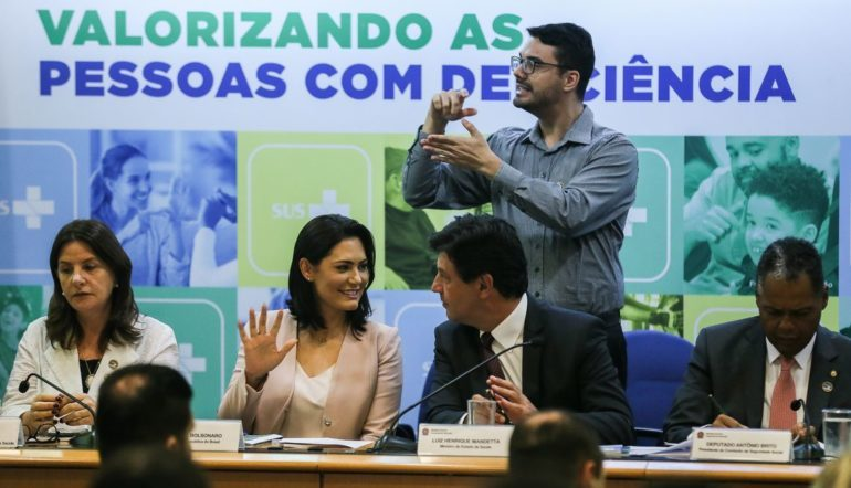 Saúde lança guias e habilita 66 novos serviços para deficientes