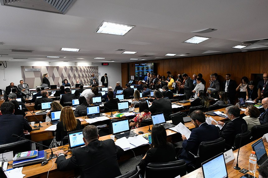 CCJ do Senado avalia prisão em segunda instância e mais duas PECs