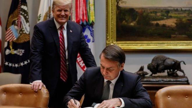 Trump ameaça taxar aço brasileiro por causa do dólar; Bolsonaro reage