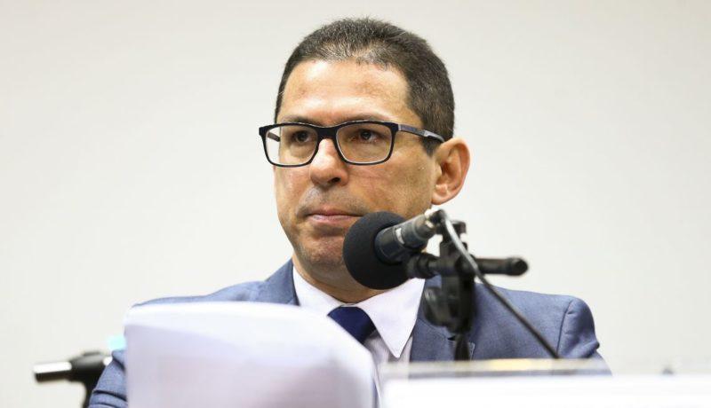 Deputado aponta erro de Bolsonaro ao abrir mercado de compras