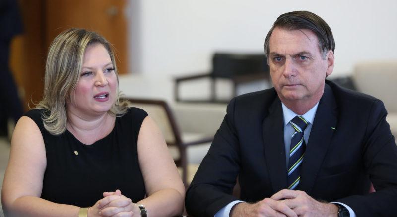 Joice diz que Bolsonaro faz 'estelionato moral' ao falar do fundo eleitoral