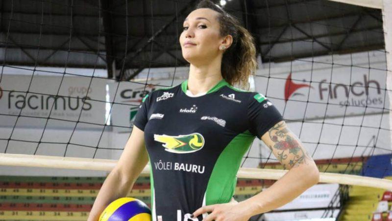 Bolsonaro questiona seguidores sobre mulher trans em esportes femininos