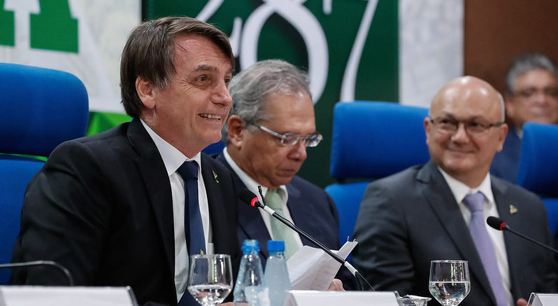 Eduardo Braga critica Paulo Guedes e Bolsonaro em artigo na Folha