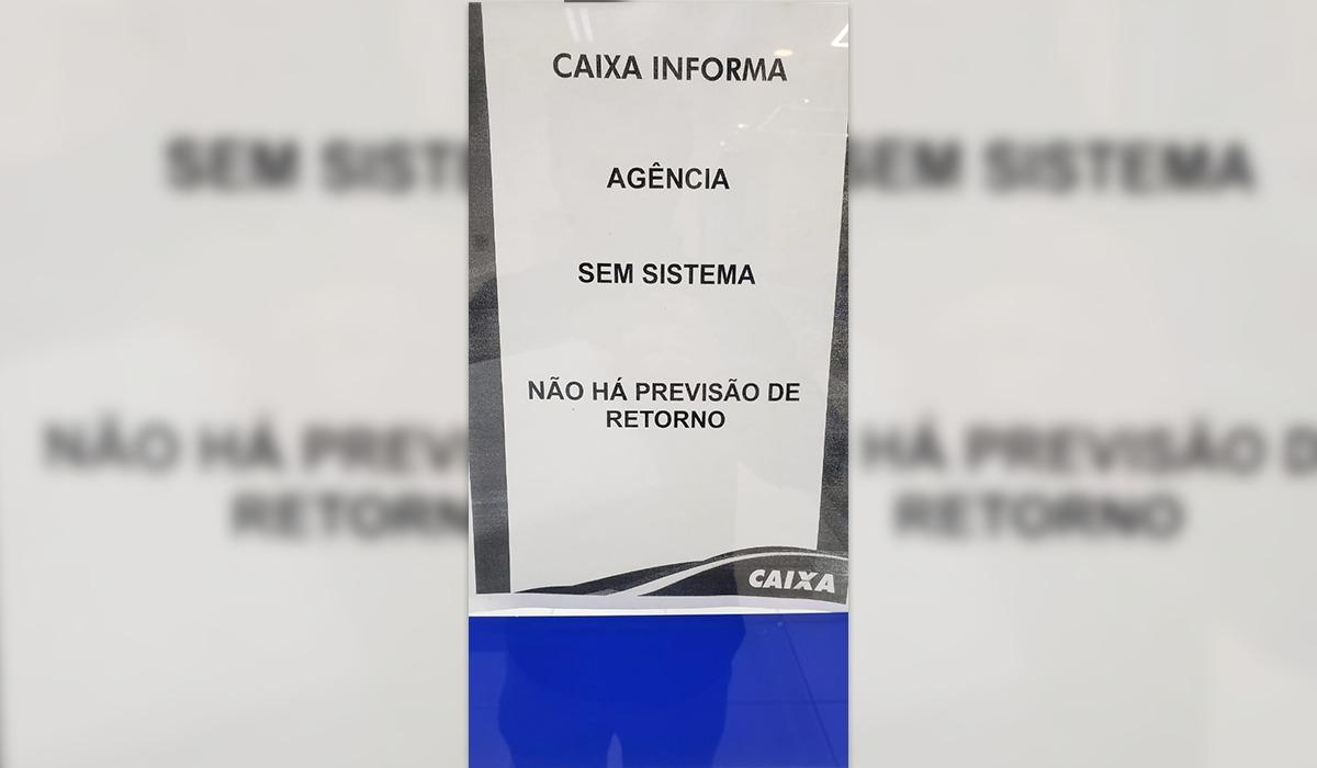 """Agência da Caixa Econômica """"sem sistema"""" desde semana passada"""