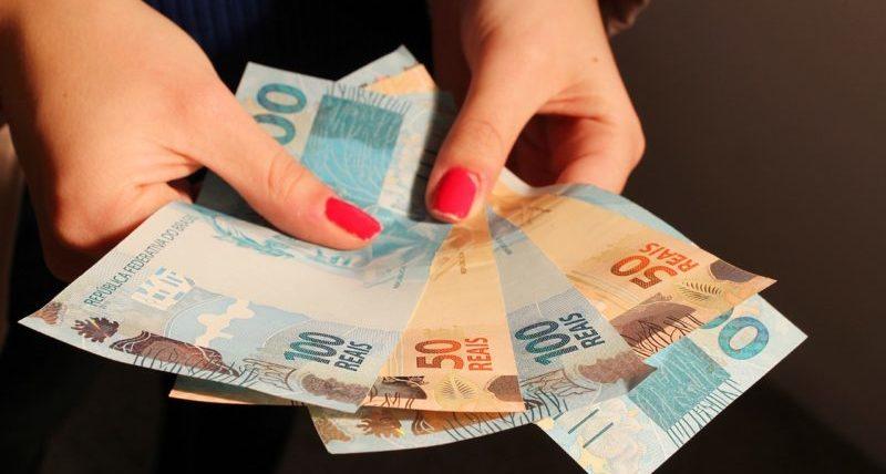 Equipe econômica e Bolsonaro decidem hoje correção do salário mínimo
