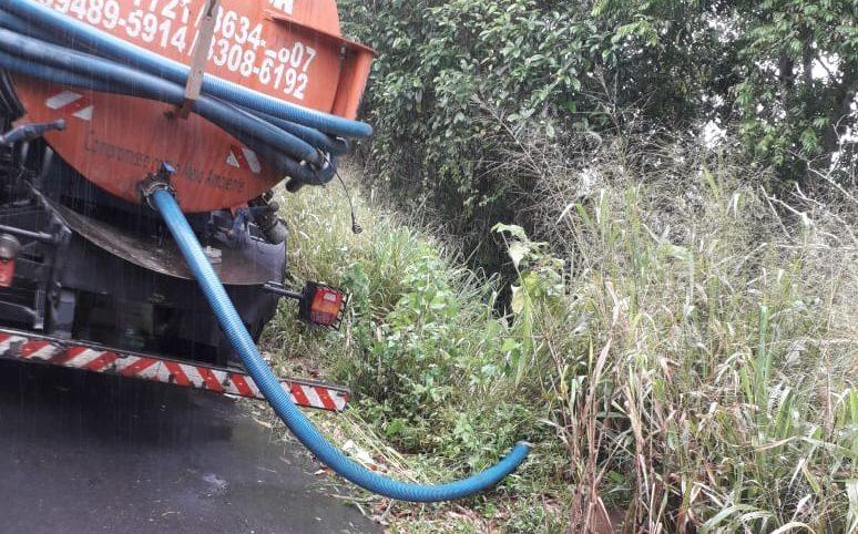 Após flagra, prefeitura autua limpa-fossa que descartou dejetos em igarapé