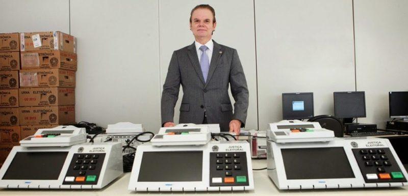 TSE chama concorrentes de licitação para corrigir falhas em urnas