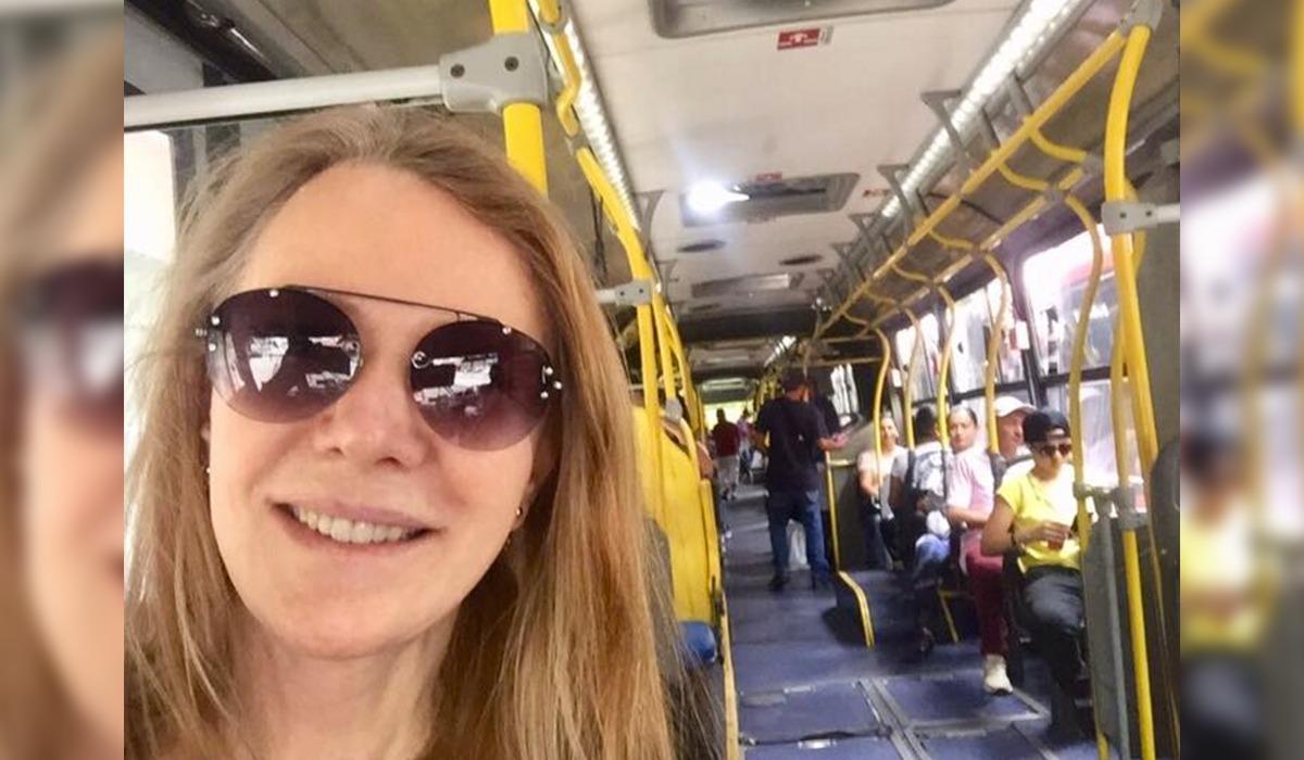 Vanessa Grazziotin posta foto em ônibus do transporte público