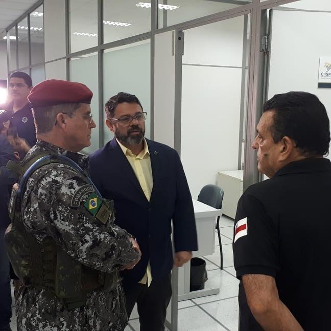 General Theophilo visita instalações do Centro Integrado de Inteligência