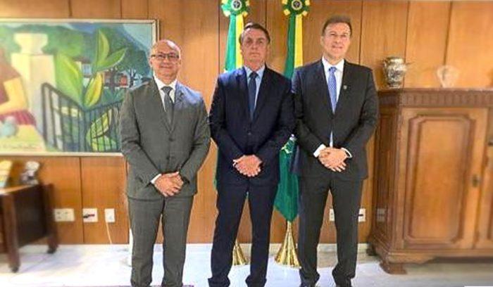 Chefe da Suframa leva dono da TV Globo no AM até Bolsonaro