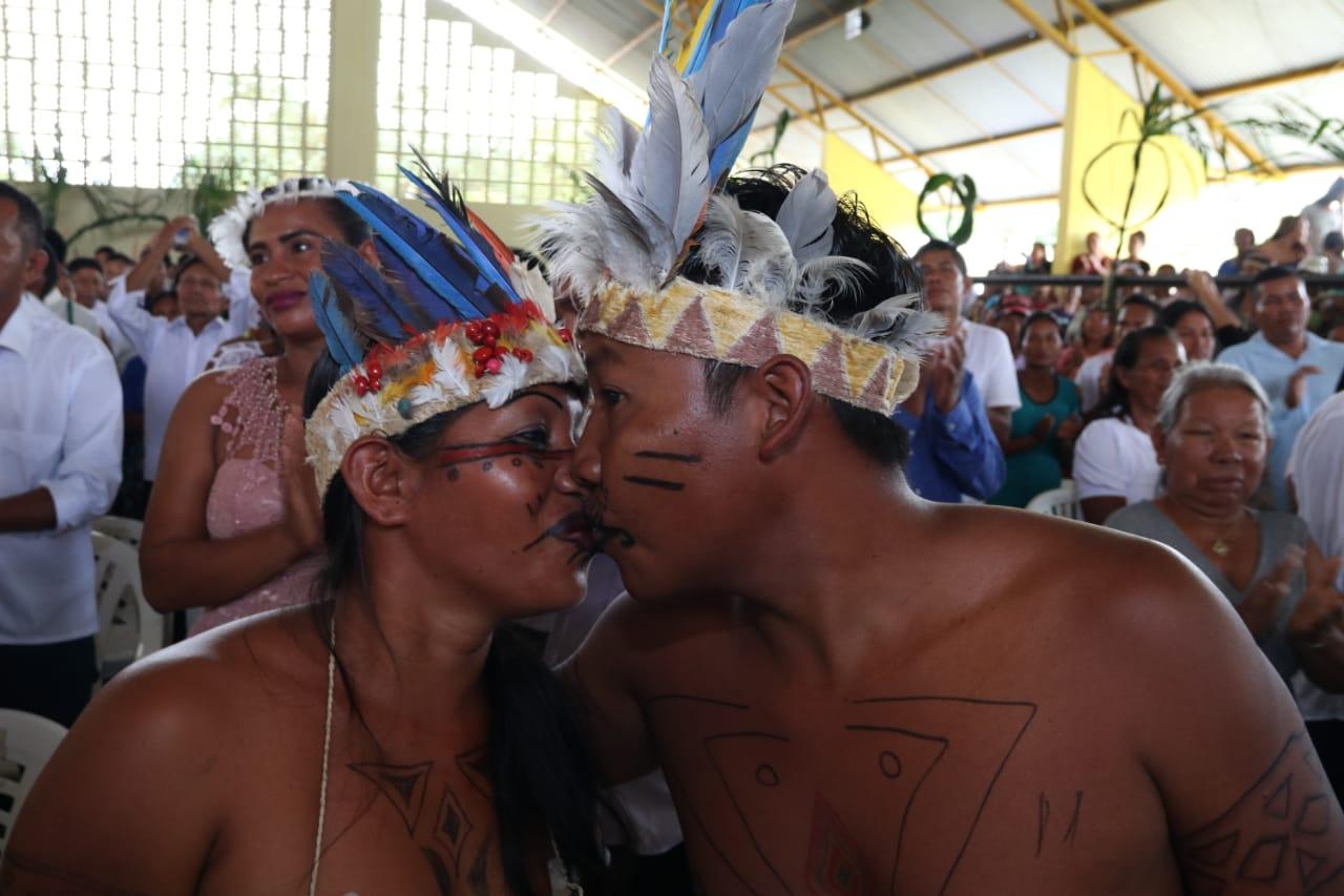 Ticuna de 100 anos casa em evento coletivo no Amazonas