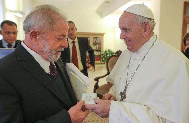 O que papa Francisco deu de presente a Lula?